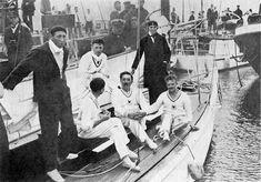 """""""Aile VI"""", 1928. Nell'anno del varo, il 1928, l'8 Metri S.I. (Stazza Internazionale) Aile VI ha vinto le Olimpiadi di Amsterdam e la Coppa d'Italia. Nel 1929 ha vinto la Coppa di Francia."""