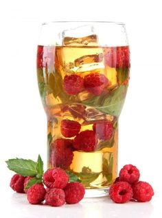Make iced tea yourself: the best sugar-free recipes Eistee selber machen: Die besten zuckerfreien Rezepte Iced tea itself make mint raspberries Healthy Eating Tips, Healthy Drinks, Healthy Recipes, Nutrition Drinks, Healthy Food, Drink Recipes, Milk Shakes, Drink Summer, Making Iced Tea