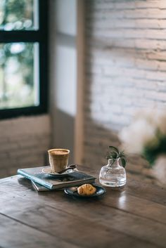 Coffee Shop Photography, Lifestyle Photography, Food Photography, Tabletop Photography, Dark Photography, Coffee Facts, Coffee Photos, Eating Plans, Food Items