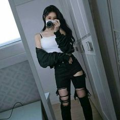 Afbeeldingsresultaat voor ulzzang girl black and crop top outfits Korean Girl Fashion, Korean Fashion Trends, Fashion Mode, Ulzzang Fashion, Korean Street Fashion, Grunge Fashion, Ulzzang Girl, Asian Fashion, Classy Fashion