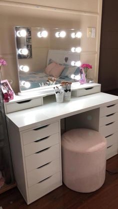 Vanity Mirror with Lights Ideas (DIY or BUY) for Amour Makeup Room - Hollywood Glow Vanity Mirror LED Bulbs. This is what make up dreams are made of girls! Vanity Makeup Rooms, Vanity Room, Makeup Room Decor, Mirror Room, Ikea Makeup Vanity, Mirror Set, Table Mirror, 30 Vanity, Makeup Vanities
