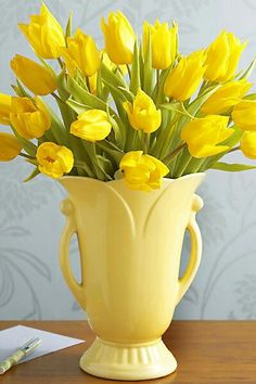Yellow vase with yellow tulips.  So cheery!                                                                                                                                                                                 Mais