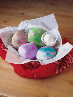 TRH Bread = Easter Eggs Texas Roadhouse, Easter Eggs, San, Bread, Marketing, How To Plan, Desserts, Food, Tailgate Desserts