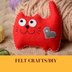 Felt Cushion, Diy Cushion, Felt Puppets, Finger Puppets, Diy For Kids, Crafts For Kids, Felt House, Felt Crafts Diy, Cheap Christmas