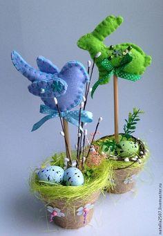 Пасхальный кролик - зелёный,Пасха,пасхальный сувенир,пасхальный подарок Spring Projects, Easter Projects, Easter Art, Easter Eggs, July Crafts, Diy And Crafts, Ester Crafts, Easter Crochet, Felt Ornaments