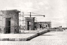 Construcción del Templo de Debod, 1970  - Portal Fuenterrebollo Best Hotels In Madrid, Foto Madrid, Madrid Travel, Trip Planning, Art History, Vintage Photos, Spain, Sidewalk, Black And White