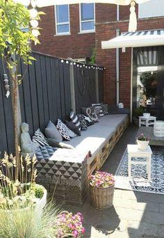 30 Amazing Backyard Seating Ideas - Gardenholic Small Backyard Gardens, Small Backyard Design, Backyard Garden Design, Small Backyard Landscaping, Backyard Ideas, Patio Ideas, Fence Design, Patio Design, Backyard Seating