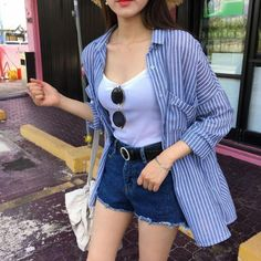 99 Stunning High Wasted Jeans Outfit Ideas Women Jeans Ideas of Women Jeans 99 Stunning High Wasted Jeans Outfit Ideas Jeans has always been an easy fashion statement. Korean Outfits, Short Outfits, Spring Outfits, Casual Outfits, Fashion Outfits, Womens Fashion, Style Fashion, Fashion Ideas, Girl Fashion