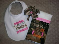 Camo & Hot Pink 3 Piece Baby Girl Gift Set Includes Burp Cloth, Hairbow, and Daddy's Little Hunting Princess Bib - Baby Girl Camo Camo Baby Clothes, Camo Baby Stuff, Baby Kids Clothes, Baby Girl Camo, Pink Girl, Baby Girl Gift Sets, Baby Boy Announcement, Daddys Little, Everything Baby