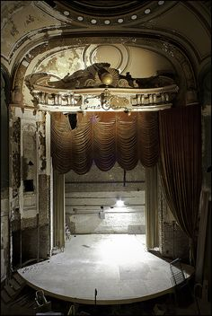 It's sad to see the end of a beautiful theater abandoned like that...