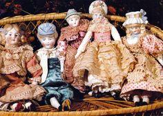 Маленькие фарфоровые куклы с телами из ткани : Антикварный салон «Саксония»