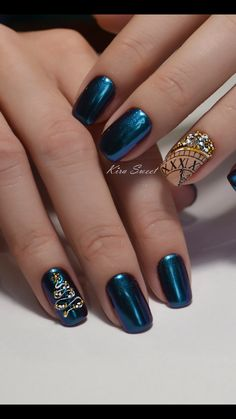 New holiday nails christmas blue Ideas Xmas Nails, New Year's Nails, Holiday Nails, Hair And Nails, Gel Nails, Holiday Makeup, Coffin Nails, Acrylic Nails, Stylish Nails