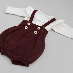 Axelshorts for days 😍 Vi gleder oss ekstra mye til påskefr Crochet Baby Toys, Baby Girl Crochet, Crochet Yarn, Knitting For Kids, Baby Knitting Patterns, Baby Patterns, Knit Baby Sweaters, Knitted Baby Clothes, Diy Knitting Projects