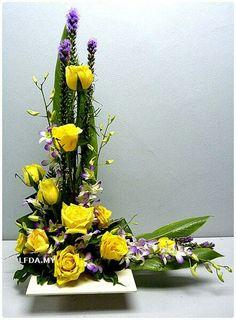 . Funeral Floral Arrangements, Large Flower Arrangements, Flower Arrangement Designs, Ikebana Flower Arrangement, Wedding Alter Flowers, Altar Flowers, Funeral Flowers, Arte Floral, Artificial Flowers