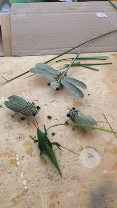 The tutorial for weaving locusts with palm leaves requires a certain basis of weaving techniques. Do you want to do it after reading it? Diy Crafts Hacks, Diy Crafts For Gifts, Diy Home Crafts, Diy Arts And Crafts, Creative Crafts, Paper Crafts Origami, Paper Crafts For Kids, Diy For Kids, Instruções Origami