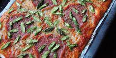 Hvorfor nyde de dejlige grønne asparges og lækker pizza hver for sig, når de kombineret med hinanden smager SÅ godt?