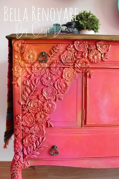 painted furniture How to Blend Bright Colors - Dixie Belle Paint Company Funky Painted Furniture, Refurbished Furniture, Paint Furniture, Repurposed Furniture, Furniture Projects, Rustic Furniture, Furniture Makeover, Cool Furniture, Furniture Design