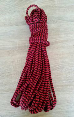 Sieh dir dieses Produkt an in meinem Etsy-Shop https://www.etsy.com/de/listing/274625336/bondage-seil-100-baumwolle-schwarzrot