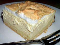 Käsekuchen vom Blech Für den Belag: 200 g Zucker 2 Ei(er) 4 Eigelb 2 EL Zitronensaft 3/4 Liter Milch 2 Pck. Puddingpulver (Vanille) 1000 g Quark 350 ml Öl
