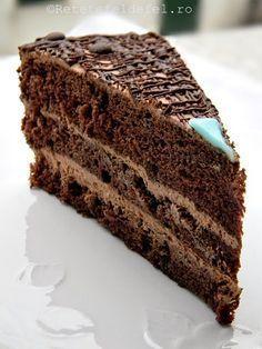 TORT DE CIOCOLATA SI ROM | Rețete Fel de Fel Chocolate Lovers, Chocolate Cake, Romanian Desserts, Cake Recipes, Dessert Recipes, Something Sweet, Sweet Treats, Deserts, Food And Drink