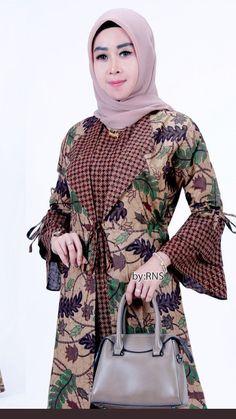 Muslim Fashion, Hijab Fashion, Fashion Dresses, Blouse Batik, Batik Dress, Fancy Dress, I Dress, Cute Dresses, Vintage Dresses