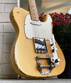 How about a vintage 1972 Telecaster with a Bigsby for #teletuesday? (From @vintagedan_guitars) #telecaster #bigsby #fendertelecaster #vintageguitar #fender #studio33guitar
