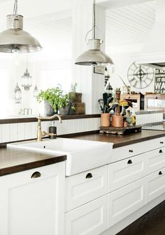 Having your kitchen fit your exceptional style is an essential part of feeling relaxed and happy in your home. Use this home décor and design inspiration to make over your kitchen and enjoy every room in your house.