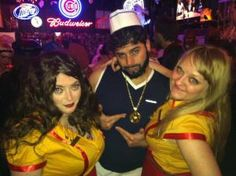 "two+broke+girls+costumes | My ""Caroline"" made her necklace with big plastic pearls , gold ..."