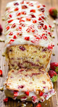 Strawberry Pound Cake with fresh strawberries and beautiful white glaze will be your perfect solutions for starting the spring dessert season. # spring Desserts Strawberry Pound Cake {with Cream Cheese Glaze} Brownie Desserts, Oreo Dessert, Mini Desserts, Chocolate Desserts, Just Desserts, Delicious Desserts, Dessert Recipes, Cake Chocolate, Chocolate Chips