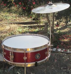 THE PERCUSSION FORTRESS PAGES: RED-SPARKLE 1966 KENT STUDENT SNARE