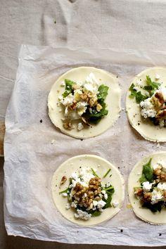 Vardagsvego på 20 minuter – spenat, feta och valnötspiroger med couscous | Elsa Billgrens blogg på ELLE.se!