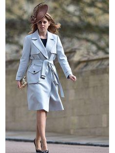 Ein Trenchcoat ist immer eine gute Idee, gerade im Frühjahr. Das weiß auch Beatrice of York, die ihren Topshop-Trench mit einem royalen Hut pimpt! Wir zeigen euch hier günstige Trenchocats ab 50 bis 200 Euro! window.vn