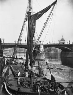 River barge and Southwark Bridge: century by George Davison Reid. Museum quality art prints with a selection of frame and size options, and canvases. Museum of London London Docklands, Irish Catholic, London History, London Museums, Old London, Forts, Work Inspiration, Yachts, Rivers
