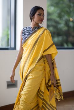 Don't go for the cliched saree styles this season - These latest saree trends are just what you need to slay and revamp your style. Cotton Saree Blouse, Saree Dress, Cotton Blouses, Sari Blouse, Blue Blouse, Ethnic Fashion, Look Fashion, Indian Fashion, Latest Saree Trends