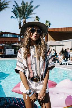 It draws in both celebs and social media influencers, two groups of individuals known for their terrific fashion senses, which makes Coachella the ideal location where fashion trends can brew. California Style Outfits, Cali Style, California California, Coachella, Fashion 2017, Home Fashion, Fashion Trends, Fashion Beauty, Bohemian Mode