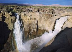 Covering about 316 square miles, the Augrabies Falls National Park spreads on both sides of Orange River in South Africa's Northern Cape Province. Augrabies Falls, North West Province, Namibia, Out Of Africa, Landscape Pictures, Africa Travel, Places To See, South Africa, Beautiful Places