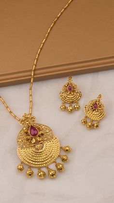 gold pendant set with seven vibrant stones Gold Chain Design, Gold Ring Designs, Gold Bangles Design, Gold Earrings Designs, Gold Jewellery Design, Necklace Designs, Gold Pendant, Pendant Set, Pendant Jewelry