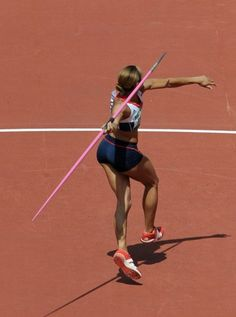 Athletes have some of the shapeliest and toned backsides on the planet. Build your own killer booty with the conditioning techniques used by track & field javelin throwers! No spear throwing required. Anatomy Reference, Pose Reference, Hammer Throw, Javelin Throw, Character Poses, Character Design, Female Athletes, Women Athletes, Bones And Muscles