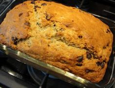 Paine cu banane Bread Kitchen, Good Food, Yummy Food, Chocolate Chip Banana Bread, Banana Bread Recipes, Dough Recipe, Earth Day, Delish, Sweet Tooth