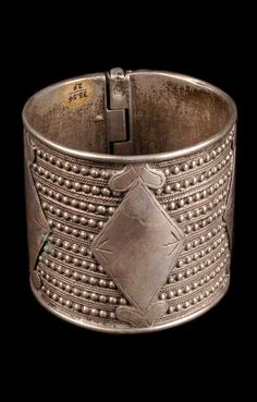 Syria | Bedouin woman's bracelet; silver.  Dair Az Zaur // ©Quai Branly Museum.  71.1933.54.29.1-2