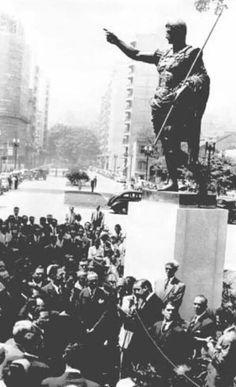 1948 - Largo do Arouche. Cerimônia de reinstalação da cópia da imagem de Augusto de Prima Porta.