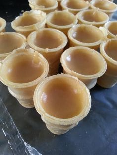 Recette de Cornets au sucre Canadian Dishes, Canadian Cuisine, Canadian Food, Canadian Recipes, Summer Desserts, Easy Desserts, Dessert Recipes, Dessert Ideas, Yummy Recipes