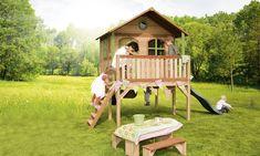 Holz-Kinder-Spielhaus Axi SOPHIE Kinderspielhaus auf Stelzen, Rutsche - Großes Kinderspielhaus auf Stelzen in hervorragender Verarbeitung mit Rutsche und Veranda.