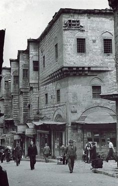 Vernacular Architecture, Urban Architecture, Old Pictures, Old Photos, Istanbul Pictures, Empire Ottoman, Travel Oklahoma, History Photos, New York Travel