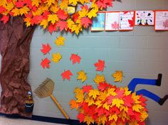 30 Fall Classroom Decoration Ideas to Bring the Spirit of the Season for Your Students - Talkdecor School Hallway Decorations, Fall Classroom Decorations, Class Decoration, Classroom Crafts, Hallway Decorating, Autumn Decorations, Fall Decorating, Hallway Ideas, Fall Classroom Door