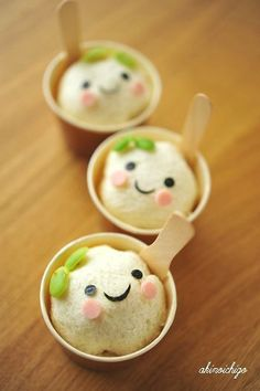 Super cute ice cream face. Japan, please stop making your food so damn cute. Or else I'll starve in your country when I come visit. Kawaii Dessert, Cute Desserts, Japanese Candy, Japanese Sweets, Ice Cream Bread, A Table, Kawaii Felt, Kawaii Faces, Cute Food