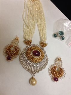 Diamond Jewelry, Gold Jewelry, Beaded Jewelry Designs, Gold Beads, Indian Jewelry, Antique Gold, Blouse Designs, Balls, Crochet Earrings
