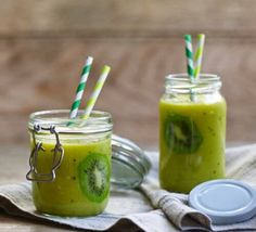 This simple kiwi, mango and pineapple fruit smoothie makes an ideal morning treat. It& an easy way to pack in the vitamins and give yourself a boost The post Kiwi fruit smoothie appeared first on FoodBook. Smoothies Kiwi, Smoothie Recipes With Yogurt, Healthy Fruit Smoothies, Smoothie Recipes For Kids, Protein Smoothie Recipes, Breakfast Smoothie Recipes, Fruit Smoothie Recipes, Healthy Fruits, Healthy Drinks