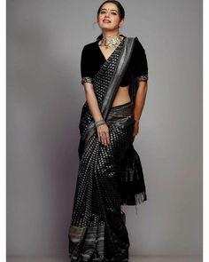 Saree Blouse Neck Designs, Fancy Blouse Designs, Blouse Patterns, Black Saree Designs, Black Saree Blouse, Wedding Saree Blouse Designs, White Saree, Skirt Patterns, Sexy Blouse