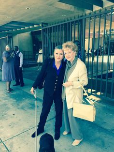 """""""How freakishly beautiful is my 83 yr-old alleged mother? She must drink bats blood & smear bugs brains on her skin. Carrie Fisher Family, Carrie Fisher Quotes, Debbie Reynolds Carrie Fisher, Carrie Frances Fisher, The Unsinkable Molly Brown, Gary Fisher, Solo Photo, Han And Leia, Star Wars Pictures"""